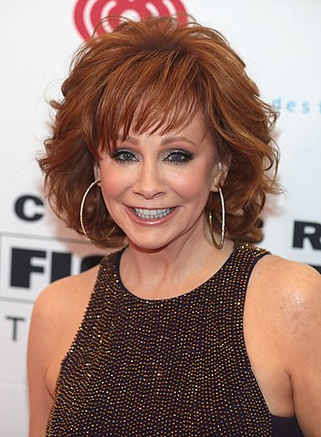 Reba McEntire at an event in 2019. (photo: Gage Skidmore and Wikipedia)
