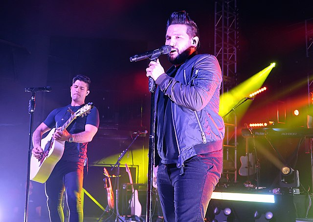 Dan + Shay performing at the New Daisy Theatre in Memphis, Tennessee, in 2017 (photo: Jana Beamer)