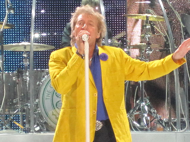 Rod Stewart performing in Hamburg, Germany in 2013. (Photo: Ian Dury and Wikipedia).