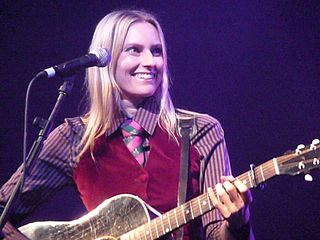 Aimee Mann having fun in a 2008 concert at Manchester Academy. Photo: Andy (6tee-zeven) and Wikipedia.