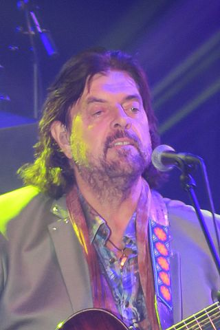 Alan Parsons performing in a 2017 concert. (Photo: Andemaya and Wikipedia.)