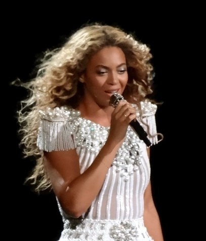 Beyoncé performing in Montreal in 2013. photo: Nat Ch Villa.