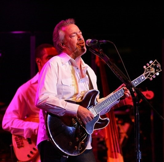 Boz Scaggs performing at a Santa Ynez, California concert in 2006. (Photo: Dwightmccann and Wikipedia.)