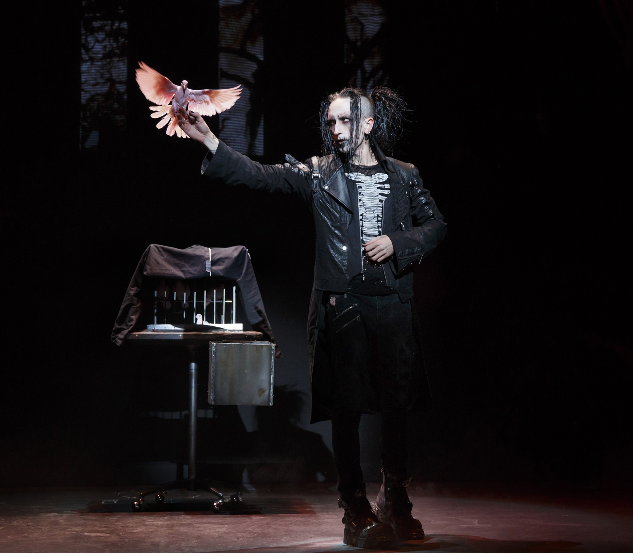 The Anti-Conjuror, Dan Sperry is one of the cast of seven amazing performers in 'The Illusionists.' photo: Joan Marcus.