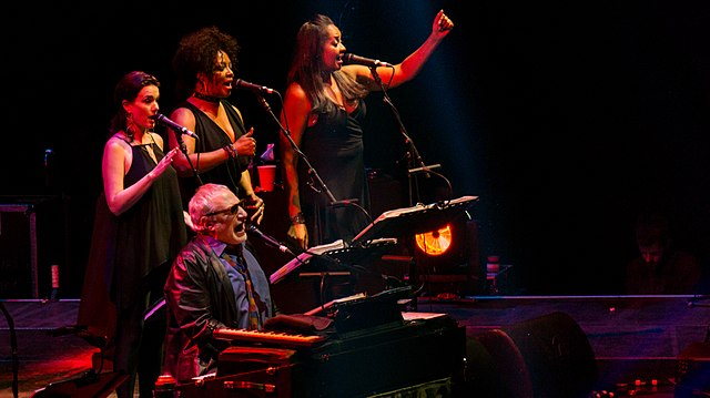 Donald Fagen of Steely Dan at the keyboards during a 2017 concert. (Photo: Raph_PH and Wikipedia).