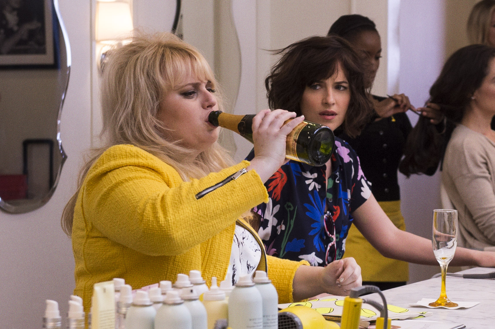 "(L-r) Rebel Wilson as Robin and Dakota Johnson as Alice in New Line Cinema's, Metro-Goldwyn-Mayer Pictures' and Flower Films' comedy ""HOW TO BE SINGLE,"" a Warner Bros. Pictures release. Photo Credit: Barry Wetcher"