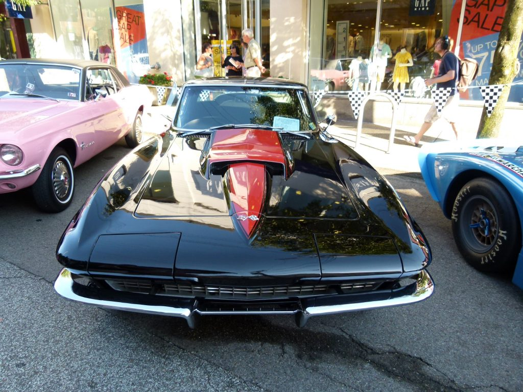 This hot-looking 1967 Chevrolet Corvette has a 427 engine. (photo: Rick Handler)