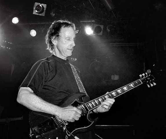 Robby Krieger playing his Gibson SG guitar at a performance in London in 2007. photo  sc 1 st  Entertainment Central Pittsburgh & The Doors\u0027 Robby Krieger Rocked the Palace - Entertainment Central ...