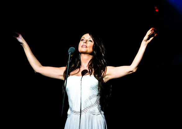 Sarah Brightman performing in China in 2007. (photo: Jiaz and Wikipedia)