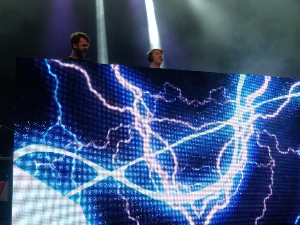 Alex Pall (l.) and Andrew Taggart (r.) of the The Chainsmokers creating electrifying music.