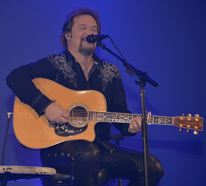 Travis Tritt performing in 2014. (photo: Paula R. Lively and Wikipedia)