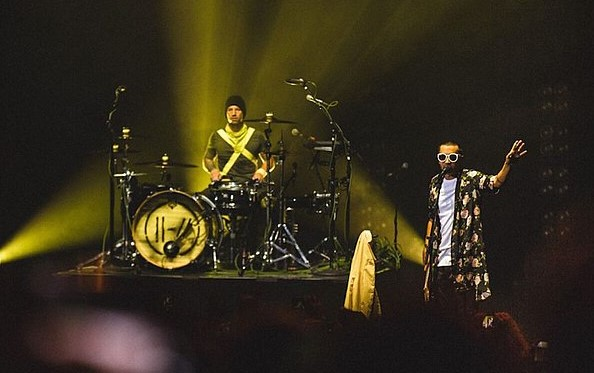 Twenty One Pilots in concert action in 2018. The duo consists of Josh Dunn (drums) and Tyler Joseph (lead vocals).