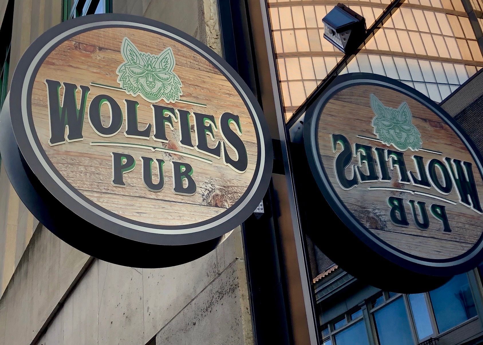 Howlin' for Food, Music, Drink at Wolfies