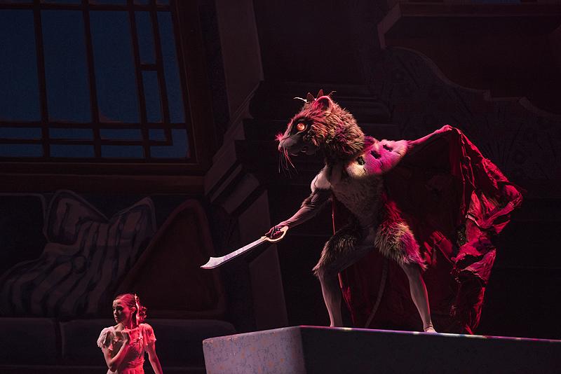 The Rat King (Alejandro Diaz) taunts Marie.